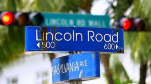 lincoln-road-in-miami-beach-is-the-most-fashionable-street-for-dinig-and-shopping